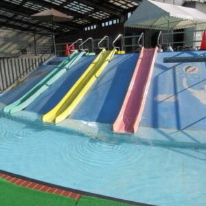 福田公園プール滑り台